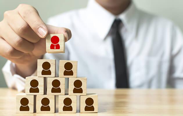 Face au manque de personnel qualifié