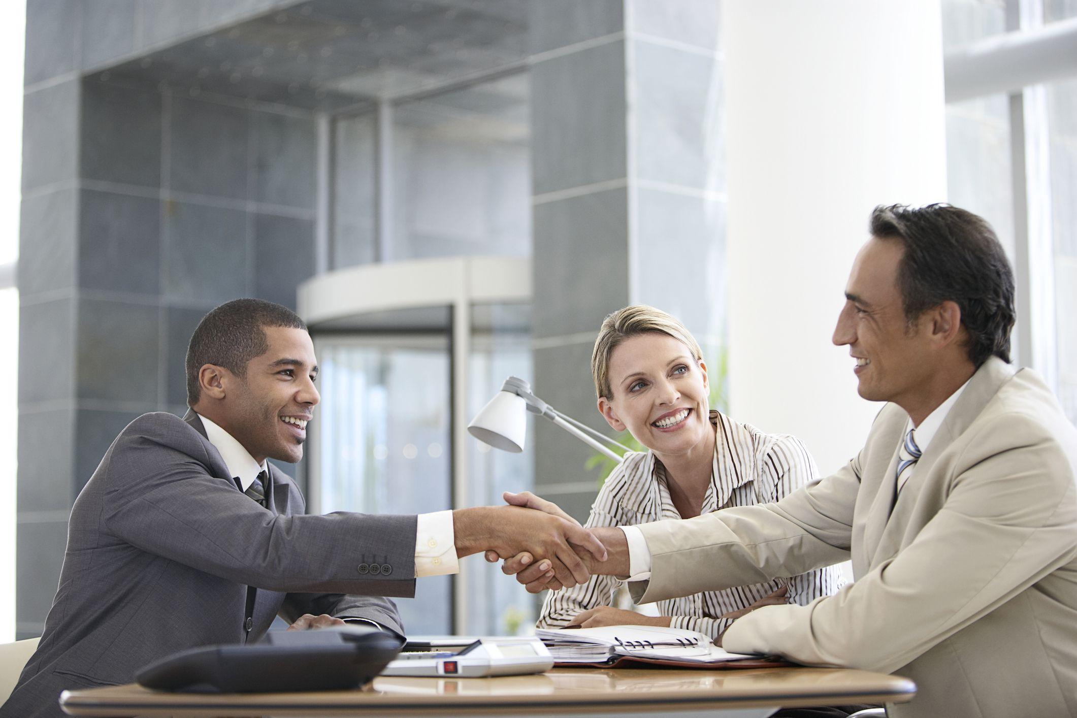 Quelques stratégies que chaque acheteur devrait utiliser dans les négociations d'achat