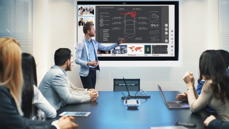 En entreprise, l'écran tactile révolutionne les réunions